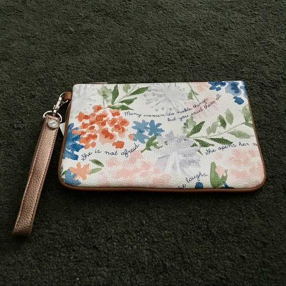 thirty-one Handbags - Mini Rubie with wristlet strap Thirty-one NWT